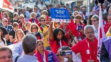 """Zusammen sind sie besser – auch sie unterstützen die T-Mobile-Aktivisten von """"We expect better"""""""
