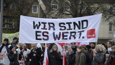 400 Beschäftigte beteiligen sich am Warnstreik in Hameln