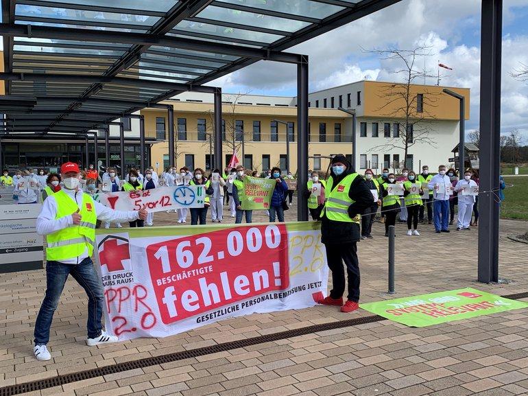 Aktion der Beschäftigten Helios Klinikum Gifhorn für bedarfsgerechte Personalausstattung am 12.04.2021
